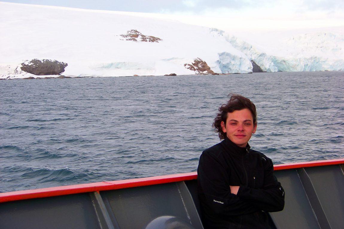 Leo navega por la ciencia
