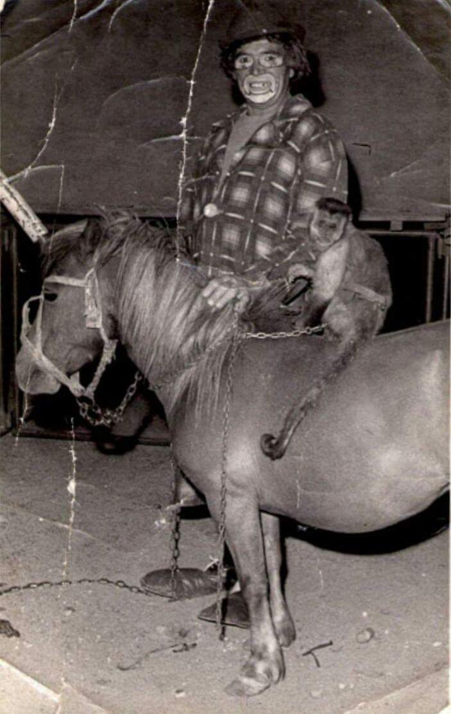 Carlos Alberto Velázquez como el payaso Cachirulo en el Circo Mágico Las Vegas