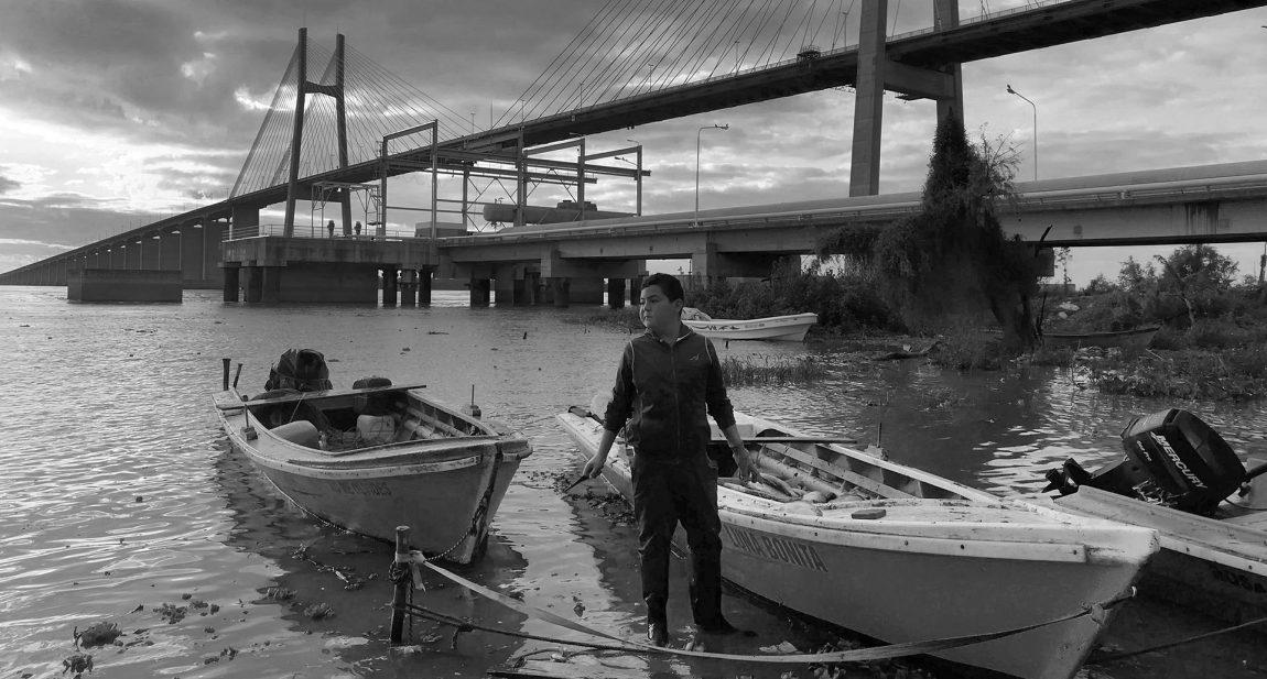 Vivir en el río, morir en la orilla