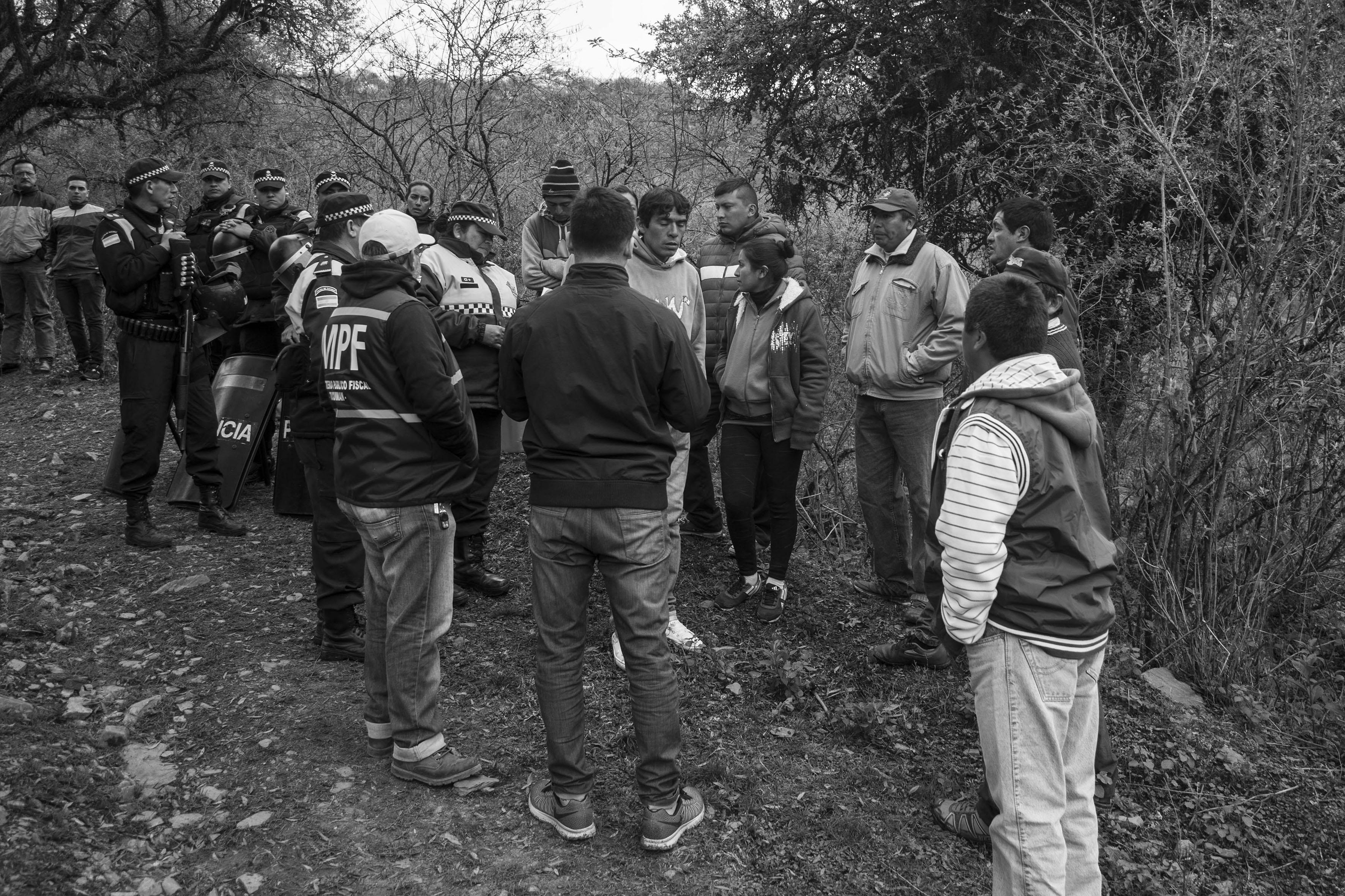 El Chorro, Tucumán, Argentina. Octubre 02/2018. Reconstrucción del asesinato a Javier Chocobar. Testigos se notifican ante el Ministerio Público Fiscal.