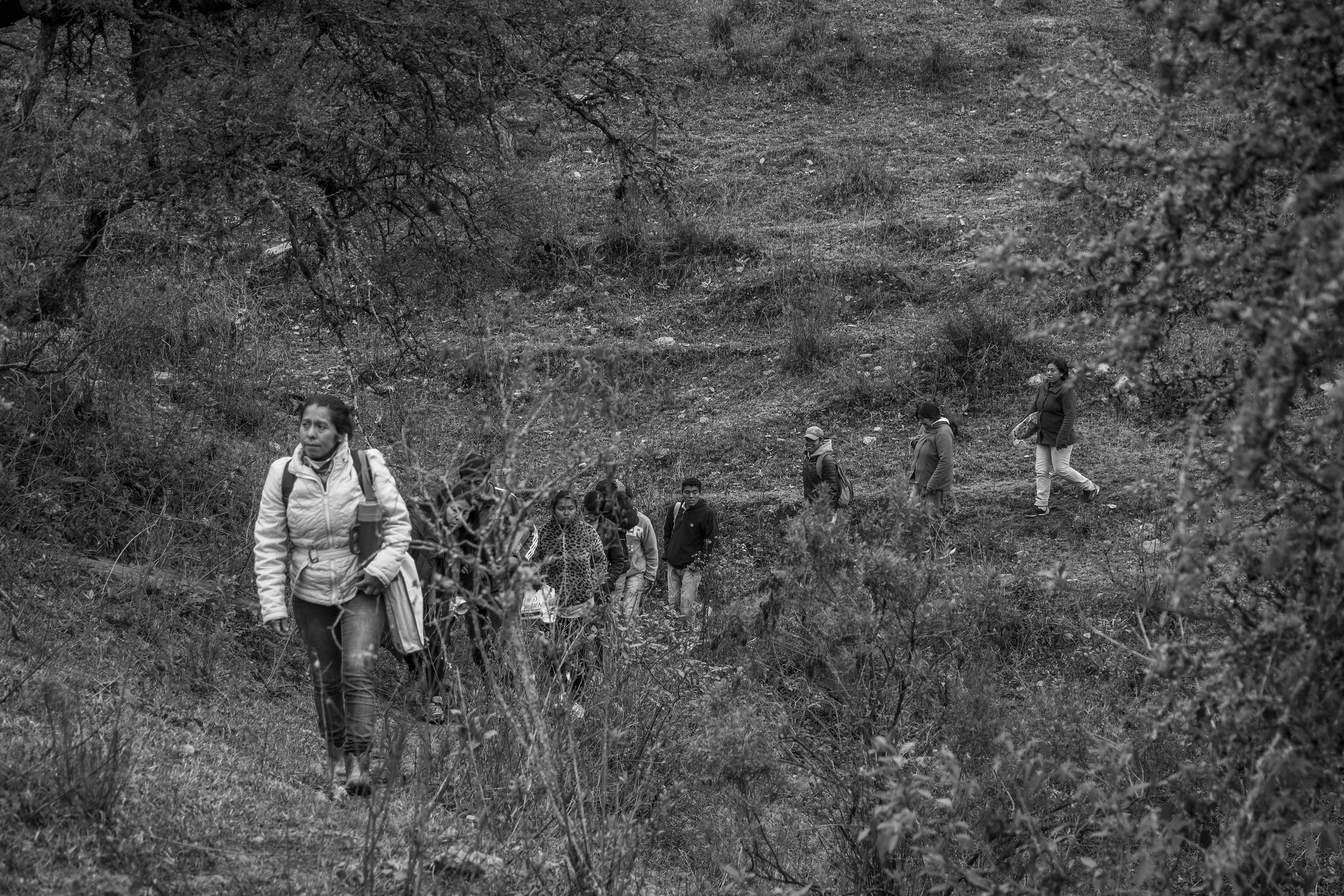 El Chorro, Tucumán, Argentina. Octubre 02/2018. Reconstrucción del asesinato a Javier Chocobar. Integrantes de la Comunidad Indígena Los Chuschagasta llegan al lugar de la reconstrucción.