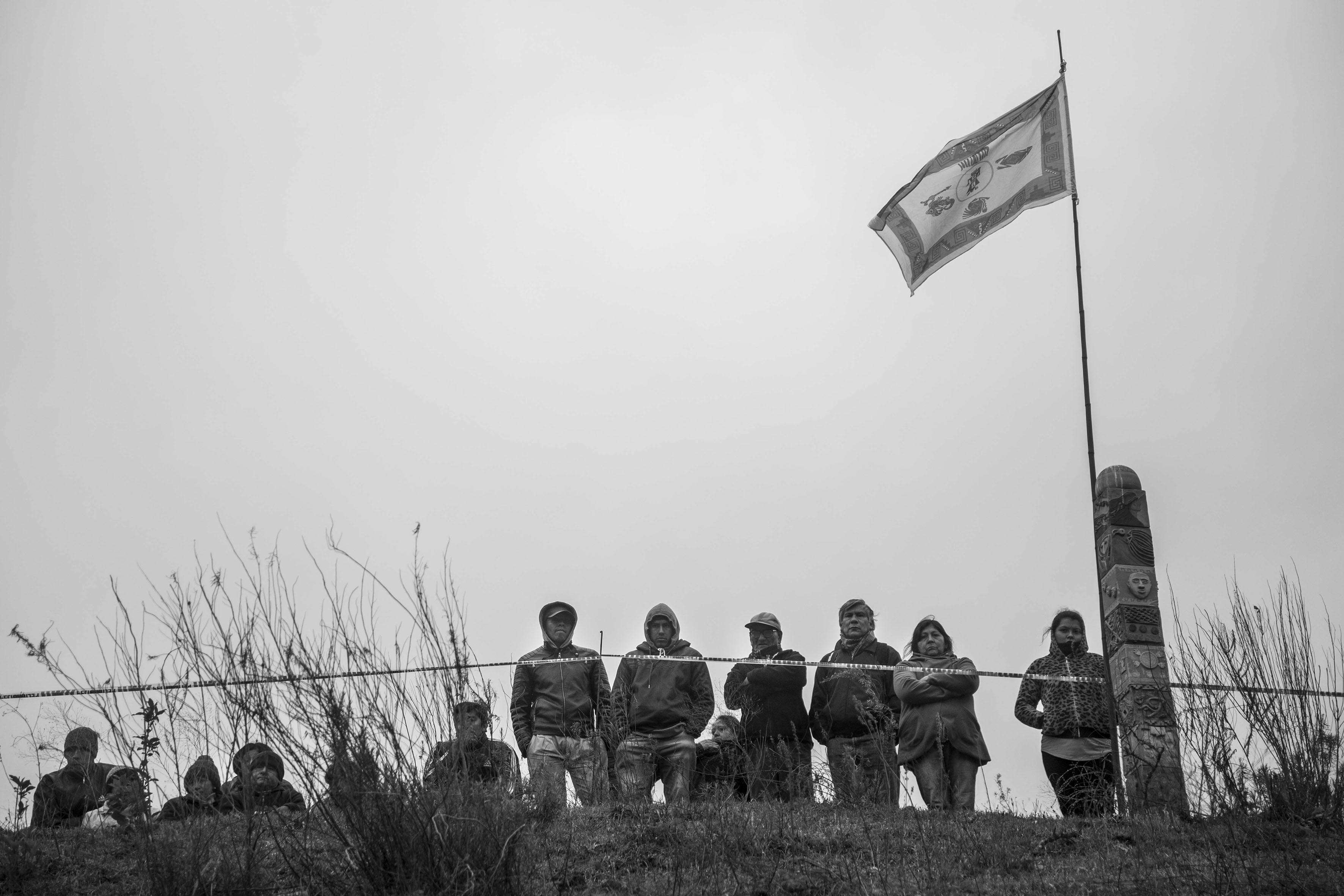 El Chorro, Tucumán, Argentina. Octubre 02/2018. Reconstrucción del asesinato a Javier Chocobar. Parte de la Comunidad Indígena Los Chuschagasta observa la reconstrucción.
