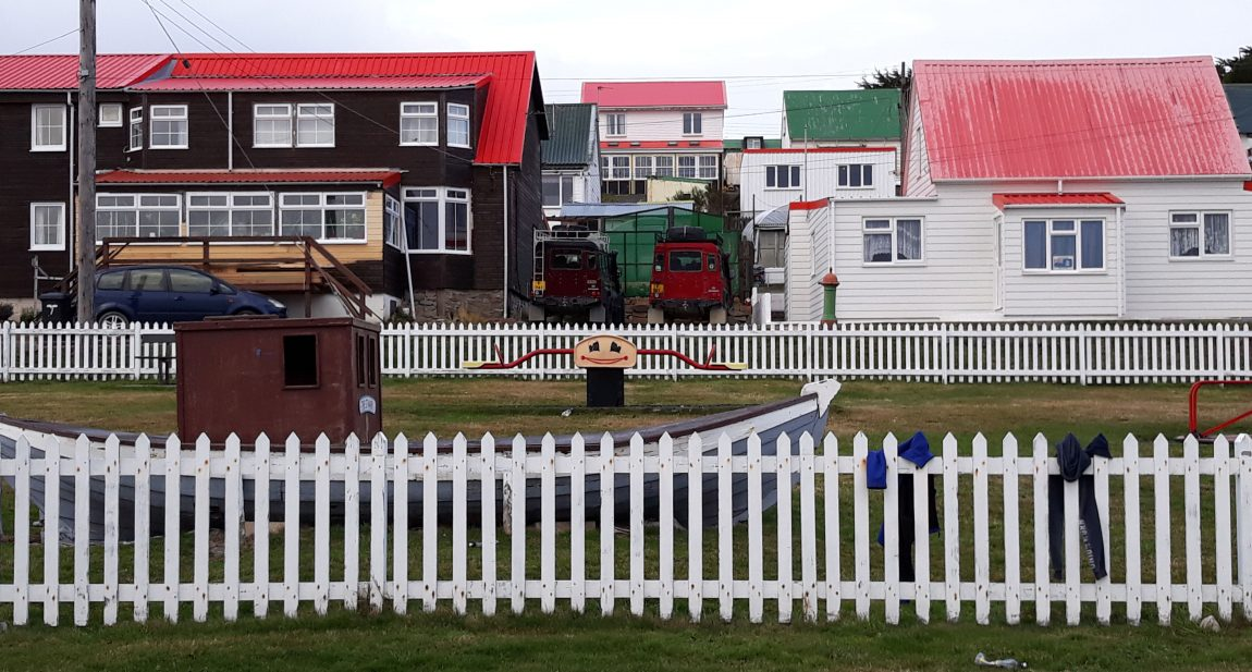 Historias de criminales y detectives en Malvinas